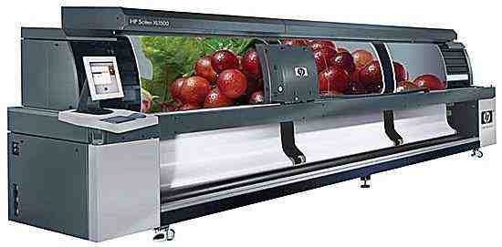 Large Format Printer, printing three types of banners at the same time